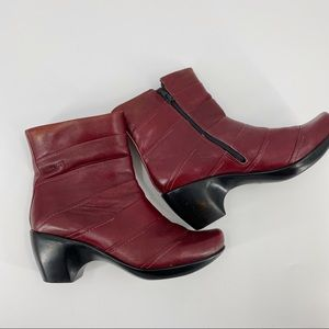 Naot burgundy leather ankle booties